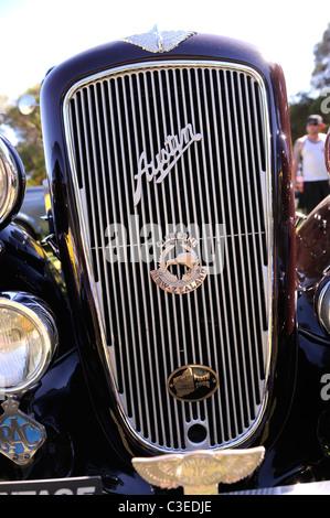 Vintage Austin automobile with New Zealand automobile organisation badge - Stock Image