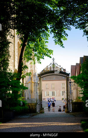 Gate from Chartres Cathedral to the l'Eveche Gardens - Stock Image
