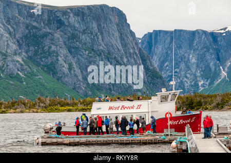 Tourists boarding the West Brook II for a waterfall & wildlife watching trip on Western Brook Pond in Gros Morne National Park, Newfoundland. - Stock Image