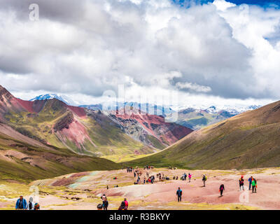 Vinicunca, Peru - January 7, 2017. View of a way followed by the tourists to reach the peak of the Vinicunca mountain (Rainbow Mountain) - Stock Image