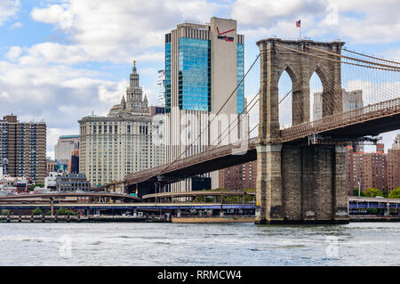 The Brooklyn Bridge and skyscrapers from the Brooklyn Bridge Park in the district of Brooklyn, New York, USA - Stock Image