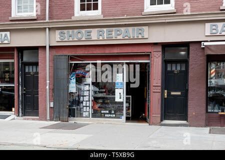 The exterior of a SHOE REPAIR store on West 10th Street in the West Village, downtown Manhattan, New York City. - Stock Image