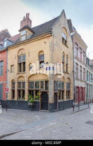 'Le Bar Braz' on the corner of Rue des Trois Mollettes and Rue Doudin in Lille, France - Stock Image
