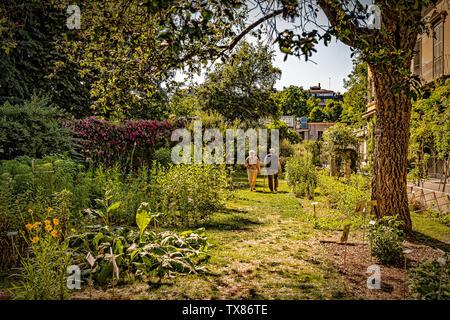 Italy Piedmont Turin Valentino botanical garden - Ederly in the garde, - Stock Image