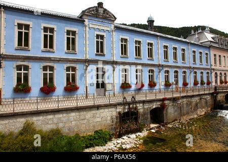 France, Bourgogne Franche Comte, Jura (39), Morez, primary school and Bienne river - Stock Image