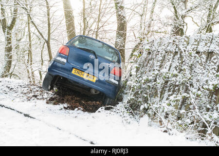Car crash in snow.  Car spun off the road in snow in winter conditions - Callander, Scotland, UK  (consent given by unhurt driver of car) - Stock Image