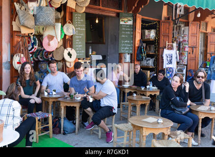 Tourists Marrakech - Marrakesh tourists sitting drinking at a cafe in the Medina Marrakech Morocco North Africa - Stock Image