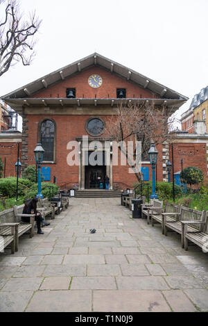 The gardens and rear entrance of St. Paul's Church, Covent Garden, London, England, UK. - Stock Image