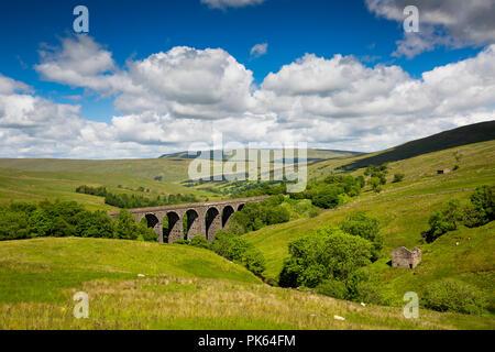 UK, Yorkshire, Dentdale, Dent Head Viaduct on Settle to Carlisle Railway Line - Stock Image