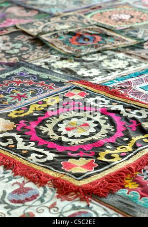 Suzani. Silk embroidered textile Samarkand, Uzbekistan - Stock Image