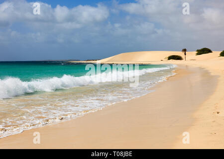 Atlantic waves crashing along shoreline of empty white sand beach with turquoise sea. Praia de Chaves, Rabil, Boa Vista, Cape Verde Islands, Africa - Stock Image