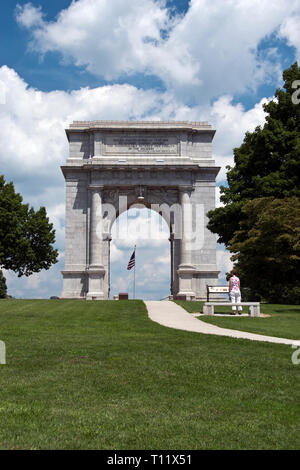 "The National Memorial Arch is dedicated 'to the officers and soldiers of the Continental Army 1777-1778,"" at Valley Forge National Historical Park, Pe - Stock Image"