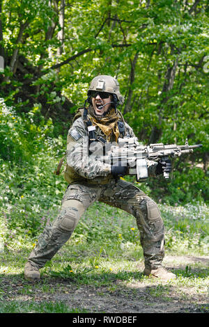 Green Berets U.S. Army Special Forces Group soldier in action. - Stock Image