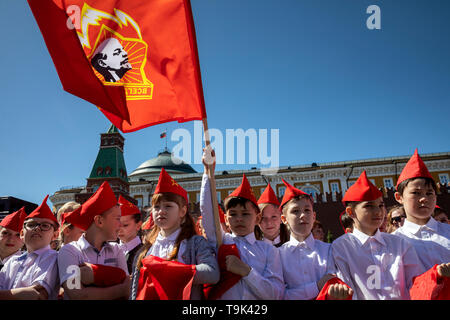 Moscow, Russia. 19th May, 2019  Children attend a pioneer induction ceremony in Moscow's Red Square - Stock Image