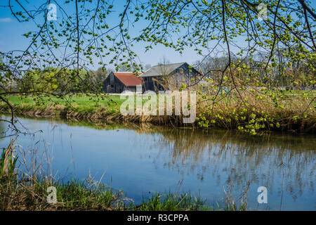 A farmhouse on a riverbank in Germany - Stock Image