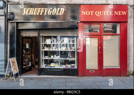 Bishop Auckland, County Durham, UK. A shop buying gold and silver items for cash in the centre of this depressed ex mining and industrial town - Stock Image
