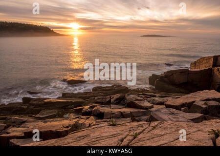 Sunrise over the Atlantic Ocean from Acadia National Park. - Stock Image