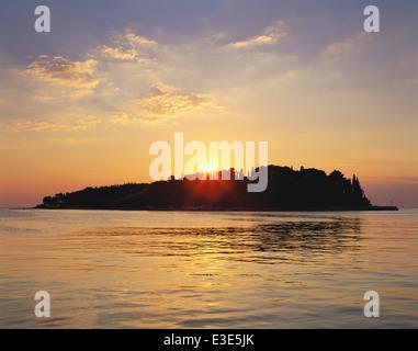 HRV: ISTRIA: VIEW FROM ROVINJ OF KATARINA ISLAND AT SUNSET - Stock Image