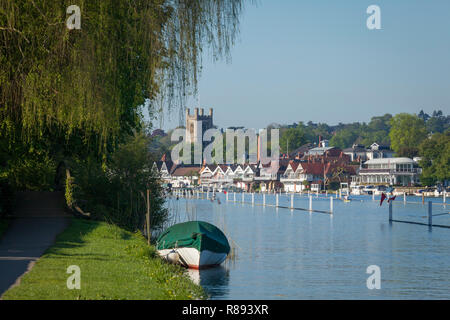 The historic town of Henley-on-Thames, Oxfordshire, viewed from across the River Thames with St. Mary's Church in the centre - Stock Image