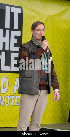 London, UK. 23rd Mar, 2019. Dominic Grieve, Conservative MP and former DPP, speaks at the  People's Vote March and rally, 'Put it to the People.' Credit: Prixpics/Alamy Live News - Stock Image