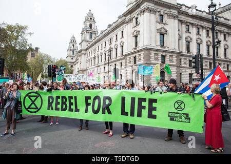 London, UK. 23rd April 2019. Climate change activists from Extinction Rebellion arrive in Parliament Square for an assembly and the preparation of let - Stock Image