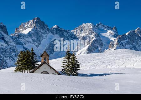 Col du Lautaret, Hautes-Alpes, Ecrins National Park, Alps, France: Winter view on the glaciers and mountain peaks (Gaspard Peak and La Meije) - Stock Image