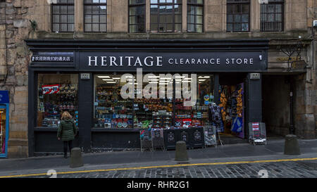 Heritage Clearance Store nestles in Edinburgh's famous High Street. Selling kilts,sporrans,ghillie shirts,tarten trousers, sgian dubhs and Clan items. - Stock Image