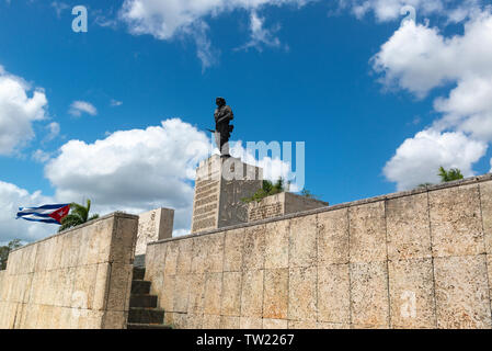 Bronze statue of Ernesto Che Guevara at his memorial at Santa Clara,  Cuba, Caribbean - Stock Image