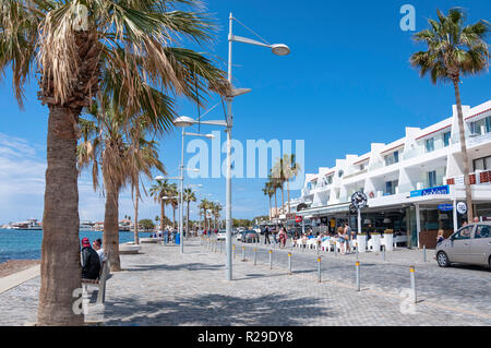 Seafront taverna and shops, Poseidonos Avenue, Paphos (Pafos), Pafos District, Republic of Cyprus - Stock Image