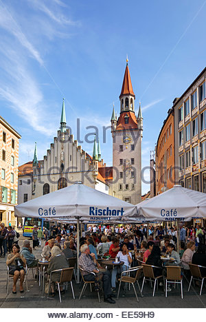 Tourists and others walk, shop, eat and drink at Café Rischart on the Marienplatz, the central town square - Stock Image