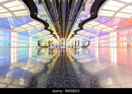 Moving walkways, tunnel passageway of United Airlines Terminal, Chicago O'Hare International Airport Terminal, Chicago, Illinois, USA - Stock Image