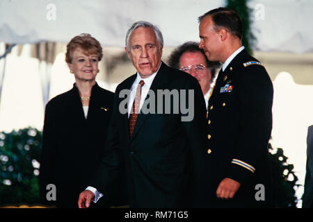 Actor Jason Robards is escorted back to his chair after being awarded the National Medal of Arts by President Bill Clinton and First Lady Hillary Clinton during a ceremony on the South Lawn of the White House September 29, 1997 in Washington, DC. Actress Angela Lansbury, left, and Music Director of the Metropolitan Opera James Levine look on. - Stock Image