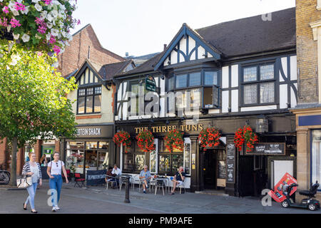 16th century The Three Tuns Pub, High Street, Uxbridge, London Borough of Hillington, Greater London, England, United Kingdom - Stock Image