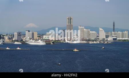 Skyline of Yokohama with Mount Fuji in the background. - Stock Image