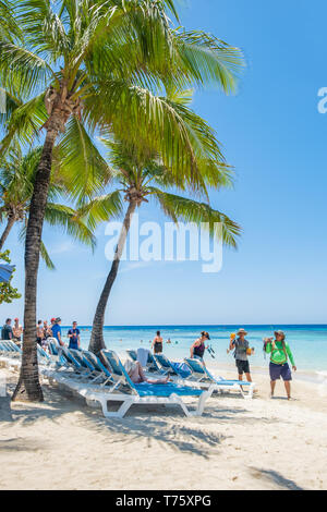 View of West Bay Beach in Roatan in portrait orientation. - Stock Image