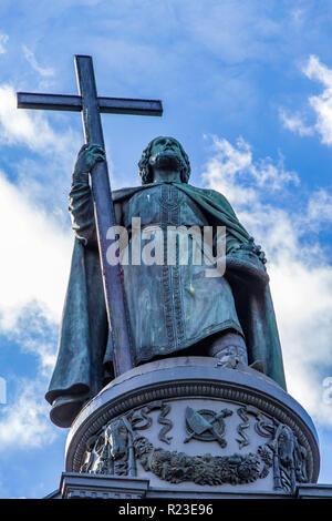 monument to Vladimir with a cross against the blue sky Ukraine Kiev 06.11.2018 - Stock Image