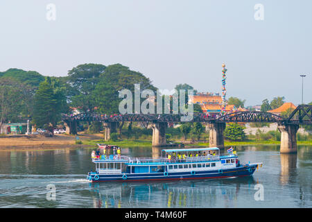 Sightseeing boat, at Death Railway Bridge, Mae Nam Khwae Yai, Kwai river, Kanchanaburi, Thailand - Stock Image