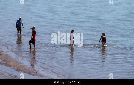 Dundee, Tayside, Scotland, UK. 7th July, 2018. UK weather: The heatwave continues with temperatures reaching 24º Celsius. People in the water enjoying the hot sunny weather at Broughty Ferry beach in Dundee,UK. Credits: Dundee Photographics / Alamy Live News - Stock Image