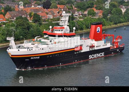 Researchvessel Sonne in Kiel-Canal - Stock Image
