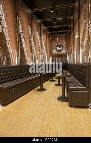 The world's largest chocolate waterfall inside VENCHI, an Italian chocolate & gelato shop located off Union Square Park in Lower Manhattan, NYC - Stock Image