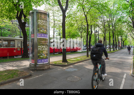 Vienna Ringstrasse, rear view of a man riding a bike on a cycle path next to the Ringstrasse in central Vienna, Wien, Austria. - Stock Image