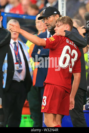 Prenton Park, Birkenhead, Wirral, UK. 11th July 2019. Pre-season friendly football, Tranmere versus Liverpool; Paul Glatzel of Liverpool is consoled by manager Jurgen Klopp after sustaining an injury during his second half appearance Credit: Action Plus Sports Images/Alamy Live News - Stock Image