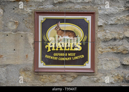 Halls Brewery sign on wall of public house in the Oxfordshire village of Begbroke - Stock Image