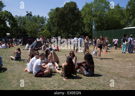 London, UK, 3rd July 2015, People arriving at New Look Wireless festival, Finsbury Park. Copywrite Robert Stainforth/Alamy - Stock Image