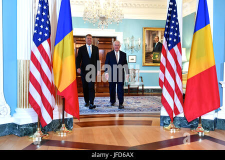 U.S. Secretary of State Rex Tillerson and Romanian President Klaus Werner Iohannis meet before reporters before - Stock Image