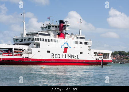 Red Funnel ferry approaching the harbour at Cowes, Isle of Wight - Stock Image