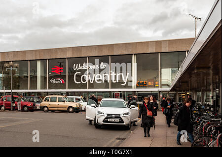 Taxis and commuters outside Coventry Railway Station, Coventry, West Midlands, UK. - Stock Image