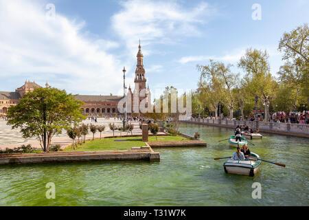 Tourists rowing at the Plaza De Espana, Seville - Stock Image