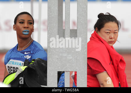 Ostrava, Czech Republic. 20th June, 2019. L-R Gwen Berry (USA) and Wang Zheng (China) are seen during compete in hammer throw within the Ostrava Golden Spike, an IAAF World Challenge athletic meeting, in Ostrava, Czech Republic, on June 20, 2019. Credit: Jaroslav Ozana/CTK Photo/Alamy Live News - Stock Image