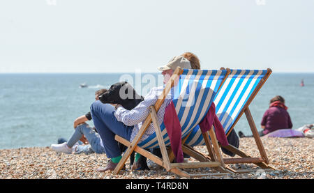Brighton, UK. 18th Apr, 2019. Brighton beach and seafront are packed as visitors start to enjoy the hot sunny weather with it forecast to continue over the Easter weekend with temperatures expected to reach over twenty degrees in some parts of the South East Credit: Simon Dack/Alamy Live News - Stock Image